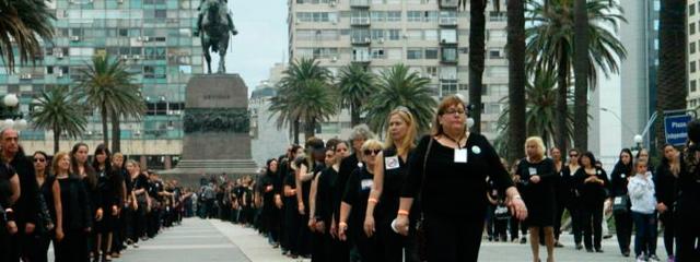 Mujeres de Negro marcharon en el Día Internacional para la Eliminación de la Violencia contra la Mujer