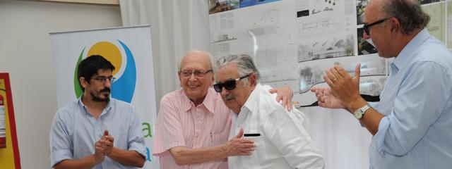 """""""El libro no es viejo ni moderno, es sencillamente eterno"""", afirmó el presidente Mujica"""