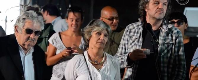 """Comenzaron las clases en la escuela agraria en la chacra de Mujica. """"Para mí es un día enormemente feliz"""", dijo el expresidente"""