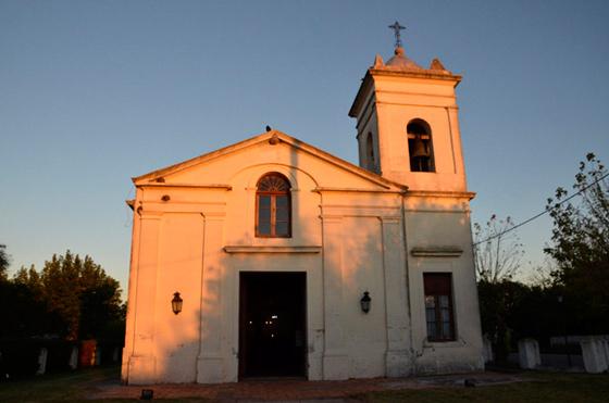 Entre villas, santos y barrancos: en Uruguay la semana santa se celebra paseando