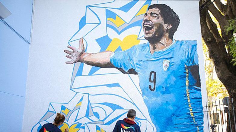 Mural de Luis Suárez en la que fuera su escuela: un grito de gol en el barrio La Comercial