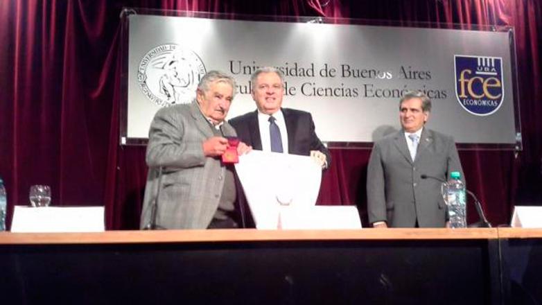 El ex presidente Mujica fue distinguido con título Doctor Honoris Causa de la Universidad de Buenos Aires