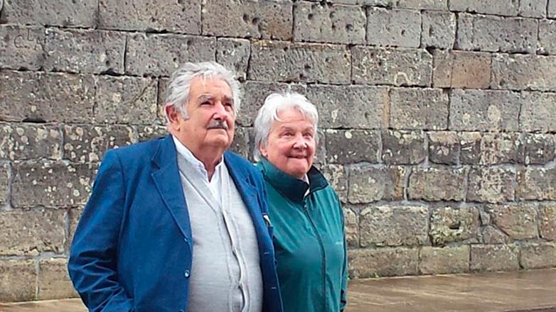 """José Mujica celebró sus 80 años en el País Vasco, y seguidores españoles crearon la """"Mujica gold"""", una semilla cannábica que lo homenajea"""