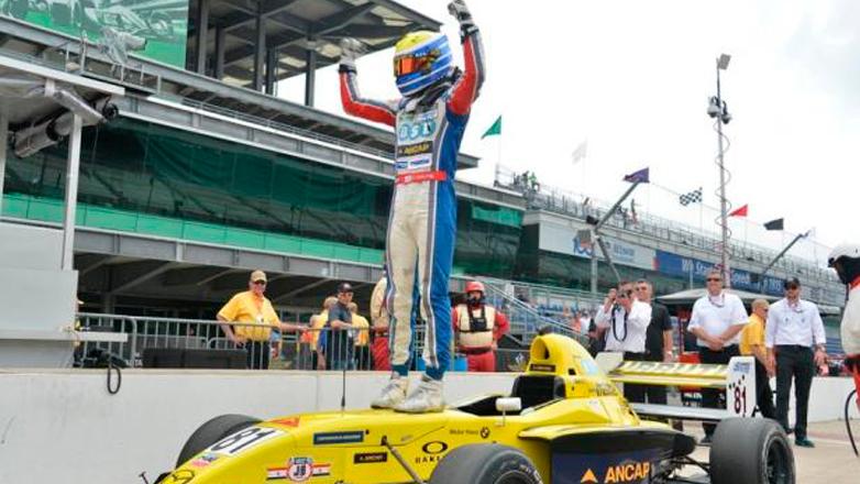 Santiago Urrutia ganó en Indianápolis y se metió en la historia grande del automovilismo