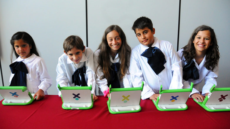 Estudiantes de escuelas y liceos públicos compiten en ¡Uno para todos!, el campeonato impulsado del Plan Ceibal