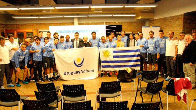 El Pabellón Nacional y las bufandas con la marca Uruguay Natural acompañan a los jugadores celestes a la Copa América Chile 2015