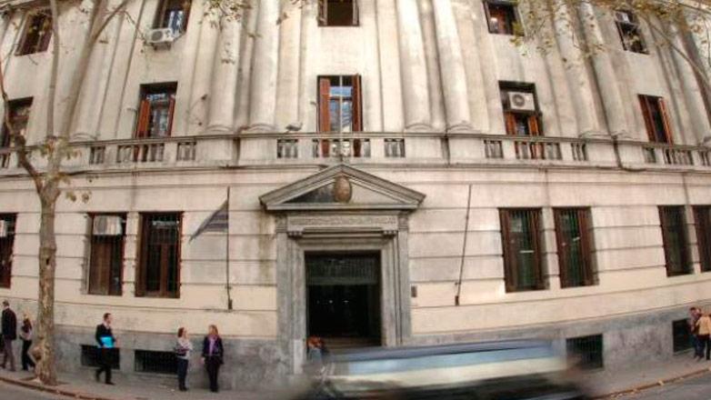 Uruguay genera confianza: dos de las principales calificadoras de riesgo elevaron el grado inversor
