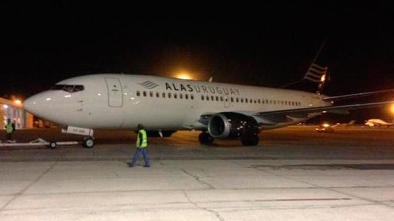 El segundo avión de Alas Uruguay ya está en el Aeropuerto de Carrasco, esperando para despegar