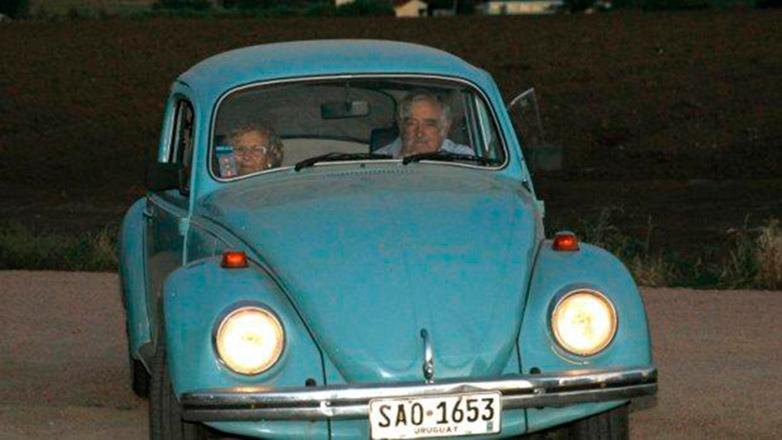 Mujica paseó con la alcaldesa de Madrid en su viejo Volkswagen