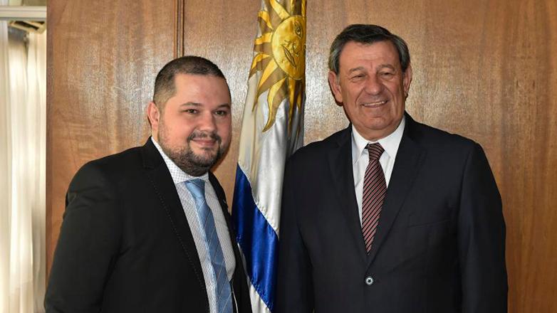 El cónsul honorario de Uruguay en Islas Faroe: el fanático de La Celeste
