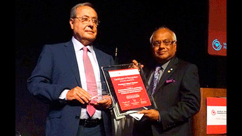 Presidente Vázquez recibió en México nuevo premio mundial por su política antitabaquismo