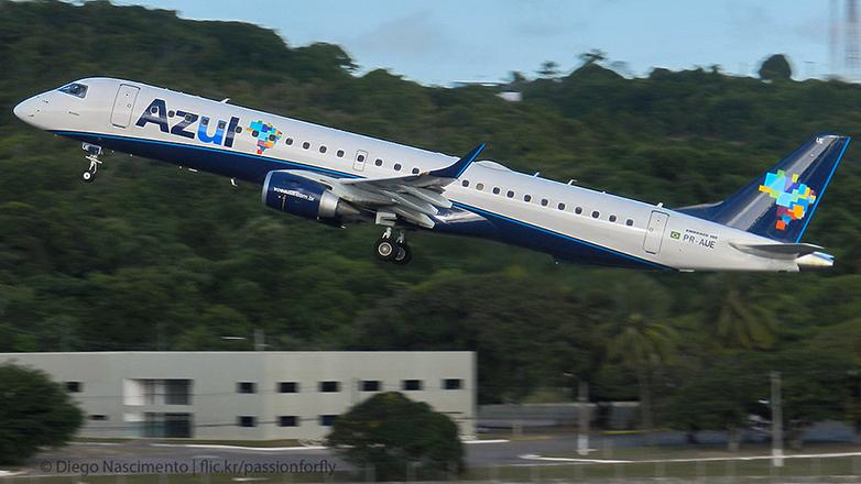 Azul Líneas Aéreas Brasileiras comenzó a unir Montevideo y Porto Alegre