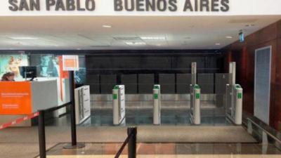 Aeropuerto de Carrasco mejora trámite migratorio y baja a 15 segundos el ingreso al país