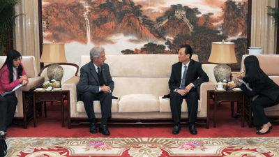 Tabaré Vázquez llegó a Beijing y comenzó contactos