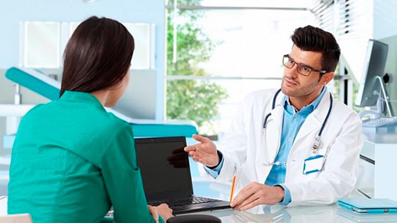 La computadora está presente en el 62% de las consultas, revela encuesta del programa Salud.uy