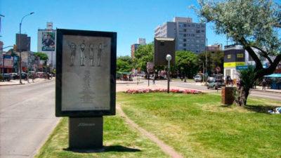 Zona Poema expone en Montevideo