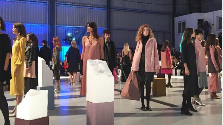 un fashion show despegado en el aeropuerto de carrasco