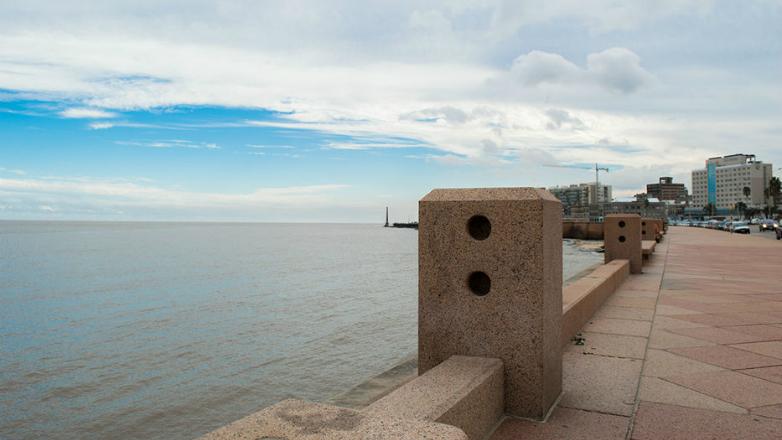 La rambla de Montevideo cuenta con 15 nuevos puntos de wifi gratis