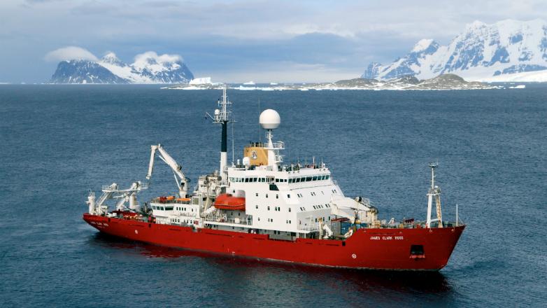 Investigadores uruguayos en foro científico a bordo del buque británico RRS James Clark Ross