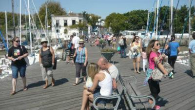 Récord de pasajeros en el Puerto de Colonia