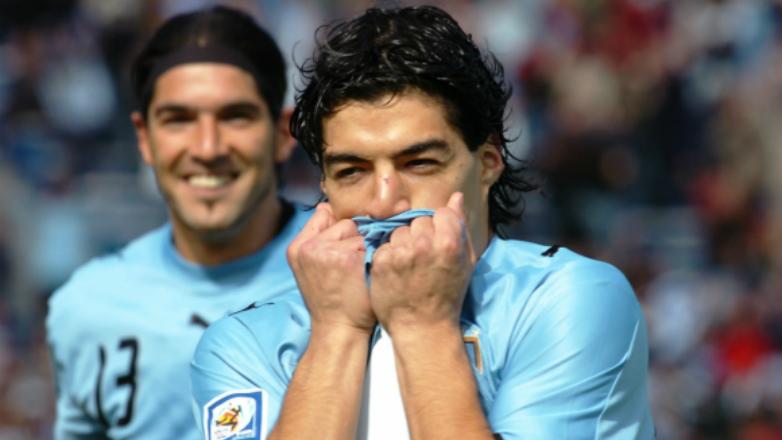 A diez años del primer gol de Luis Suárez con la Celeste