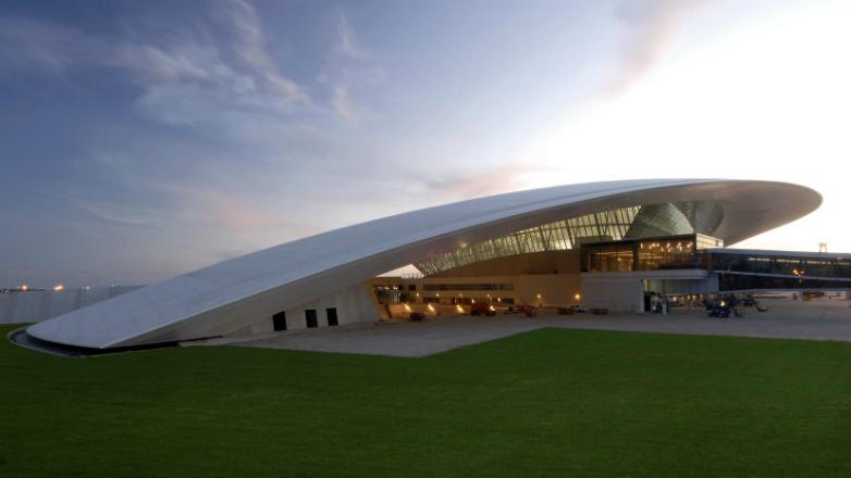 """El alcalde de Florencia visitó el aeropuerto de Montevideo: """"Es un excelente modelo de referencia"""""""