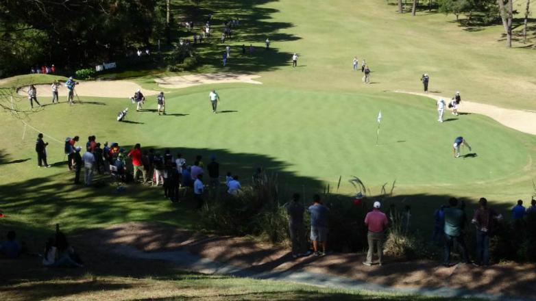 golfistas llenan punta