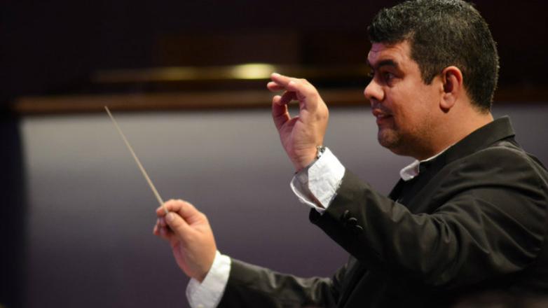 """Maestro Ariel Britos recibe el Galardón """"San Felipe y Santiago"""""""