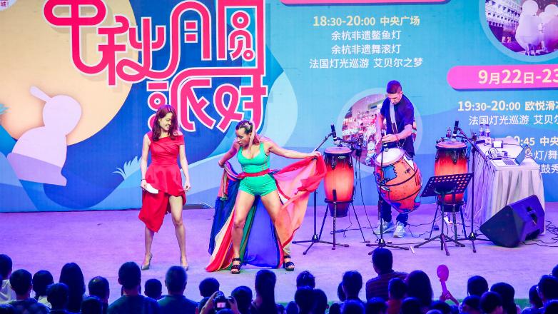 "Con ""Rudimental Electronic Candombe"", Daniel ""Tatita"" Márquez y María Eugenia Silveira siguen triunfando en China"