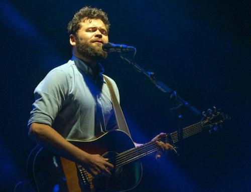 Passenger improvisó dos conciertos en Montevideo en medio de su gira sudamericana