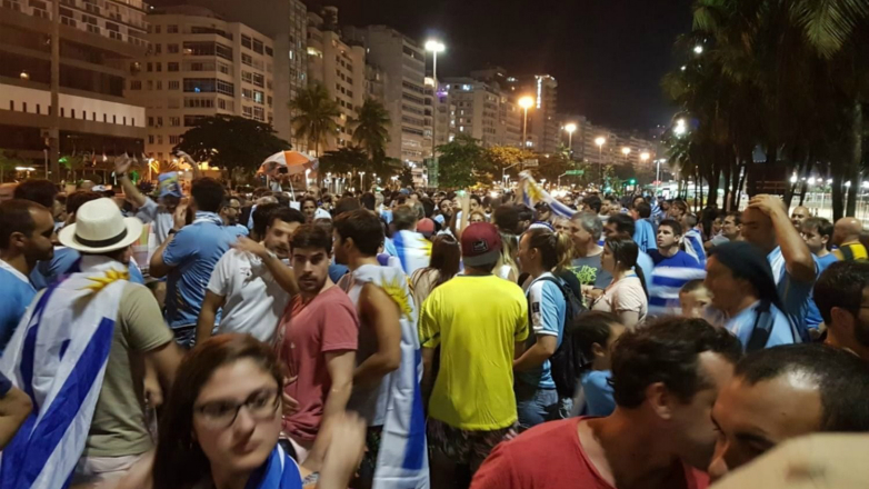 Banderazo celeste en Copacabana