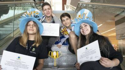 Liceales de Atlántida ganaron premio al mejor equipo novato en competencia de robótica