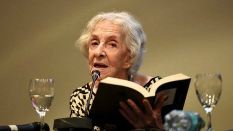Ida Vitale recibe el reconocimiento de Ciudadana Ilustre de Montevideo