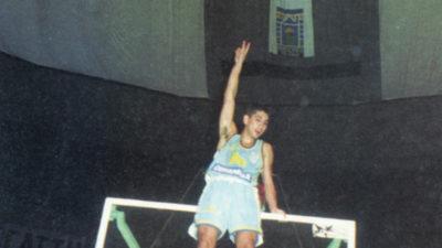 Una colección de relatos ocurridos en torno a una pelota naranja en Uruguay