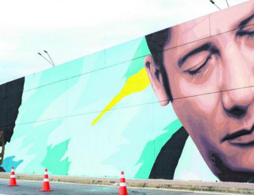 Un gran mural para recibir a los viajantes