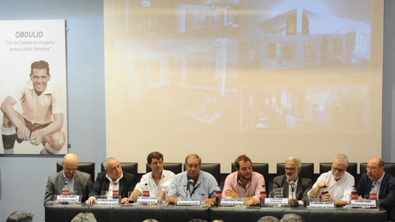 Uruguay XXI donó equipamiento tecnológico audiovisual para el Museo del Fútbol