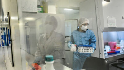 El lujo de Uruguay: laboratorios tienen capacidad ociosa para hacer tests por coronavirus
