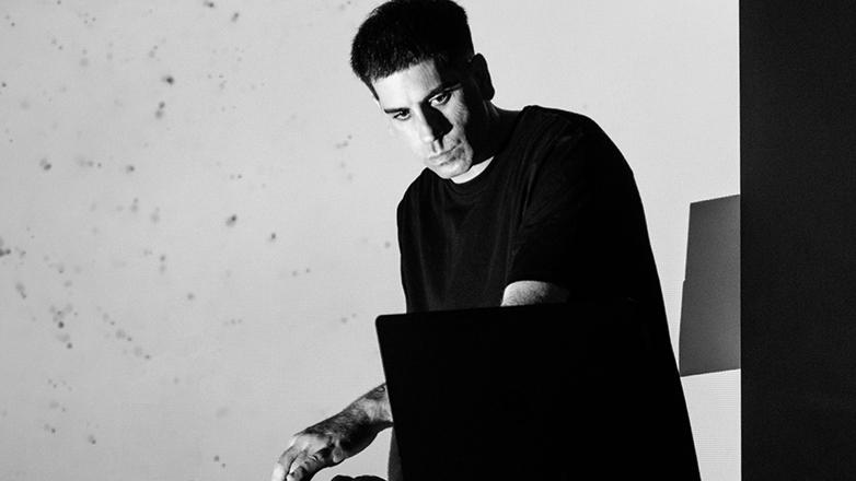 """El artista uruguayo Mathias Chumino expone """"Hermafrodita"""" en las calles de Tokio"""