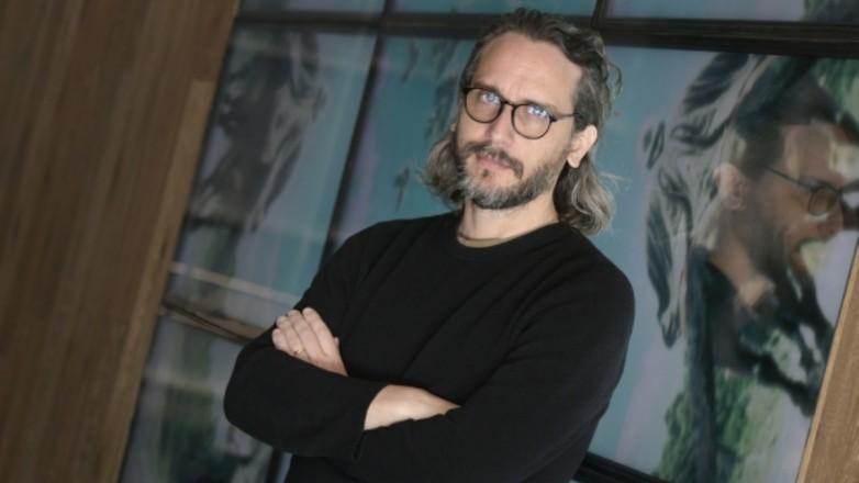 Fede Álvarez escribió y dirige serie de terror para Apple TV+: mirá el trailer