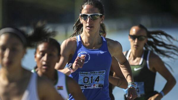 María Pía Fernández, compitiendo en los 1500 metros, en el Grand Prix Darwin Piñeyrúa. (archivo, diciembre de 2020)  Foto: Ernesto Ryan